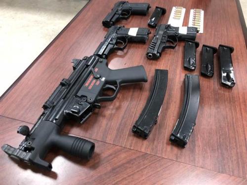 警方查获改造枪械。台湾《中时电子报》吴敏菁翻摄