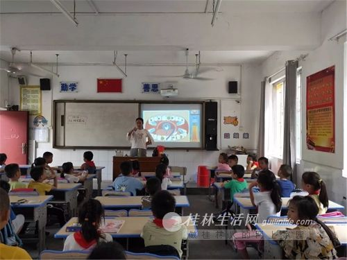 """临社小学开展第31个""""全国爱牙日""""健康教育活动"""
