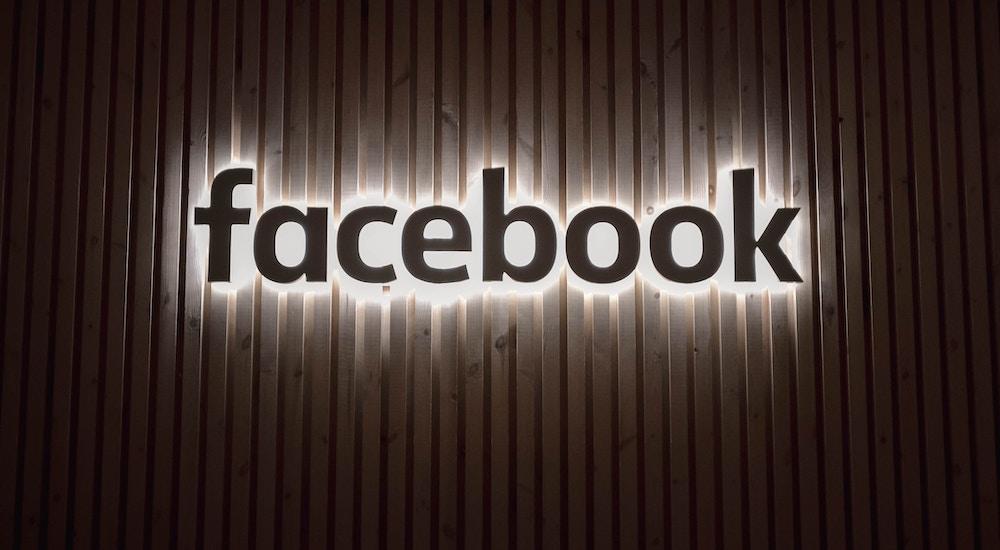 Facebook 是否推送虚假政治广告遭质问,PayPal 第三季度净利润 4.62 亿美元 | 早 8 点档