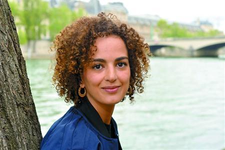 """她的小说为何""""征服了法国"""""""