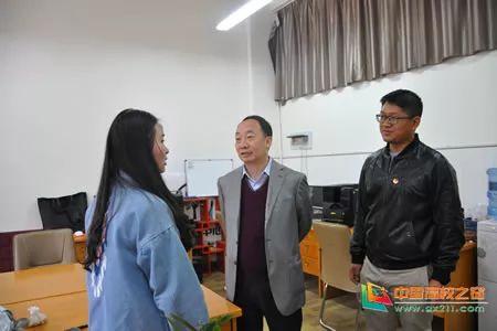 △5月3日,蒋兆岗分别到学校团委和图书馆调研工作