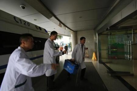 四川完成首例跨省空中转运心脏移植手术 3次改签航班 6小时后心脏复跳