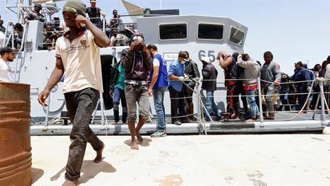 利比亚海岸一难民船沉没 造成100余人失踪或死亡