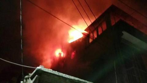 台湾基隆深夜火灾老夫妇获救 老翁一度无生命迹象