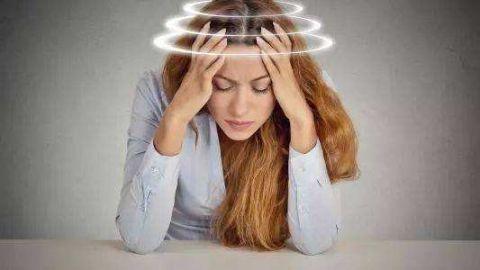 偏头痛来袭时像个废人,它的诱发因素有哪些?