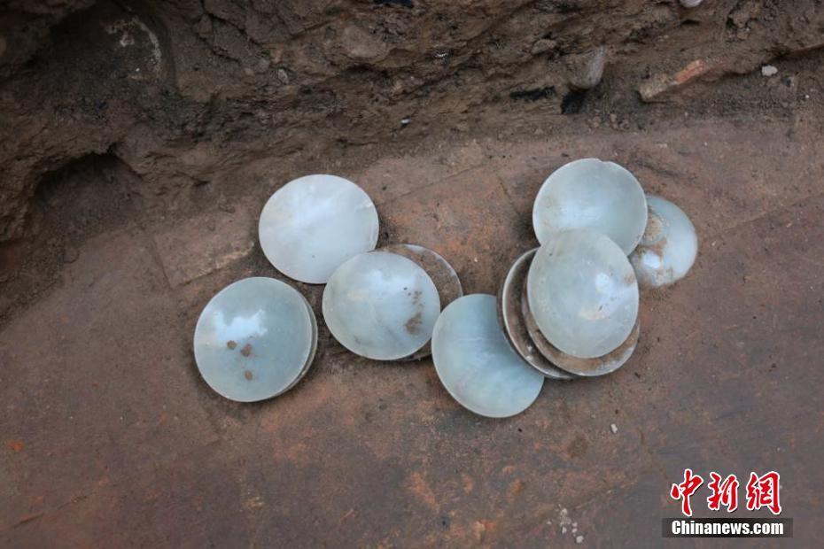 吉尔吉斯斯坦千年古墓发现诸多中国元素