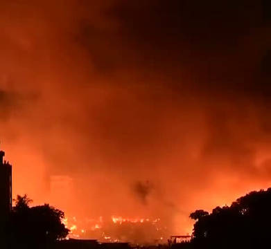 孟加拉国首都达卡,达卡米尔布尔区一处拥挤的贫民窟发生大火