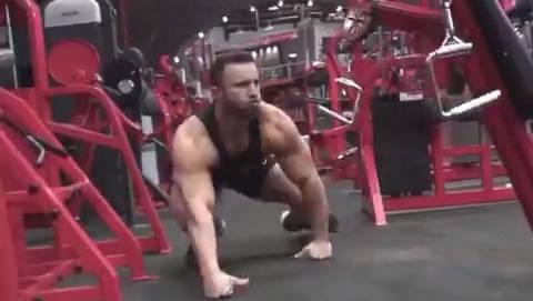 这是不是普通人眼里的健身房肌肉男?!