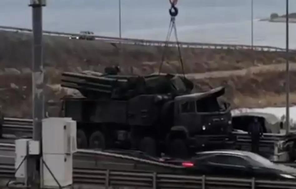 """""""铠甲""""-S1防空系统发射车发生侧翻事故"""