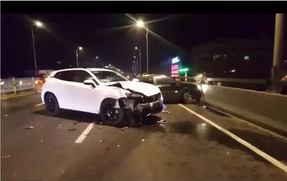 文昌桥发生交通事故,有车辆几近报废…