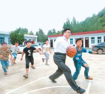 贾站顺 陪伴山村孩子33年(点赞中国·人物)