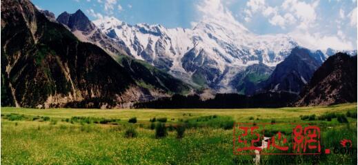 七八月份看阿克陶低纬度冰川公园雪崩奇观