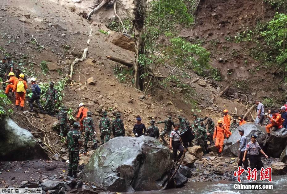 一艘渔船台湾海峡沉没12人失踪 海事局:疑被一外籍商船碰撞