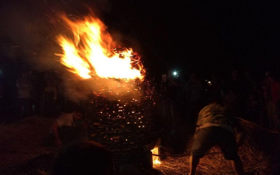 """中秋夜晚烧一座""""瓦塔"""",是客家人最诚挚的祝福"""