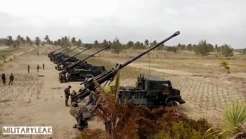 """印尼陆军法制""""凯撒""""155毫米轮式自行榴弹炮实弹演习"""