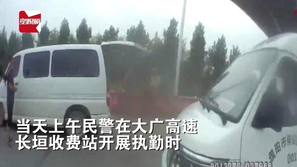 殡仪馆司机:我们单位的车都不挂车牌,交警怒怼:谁给你的权利!