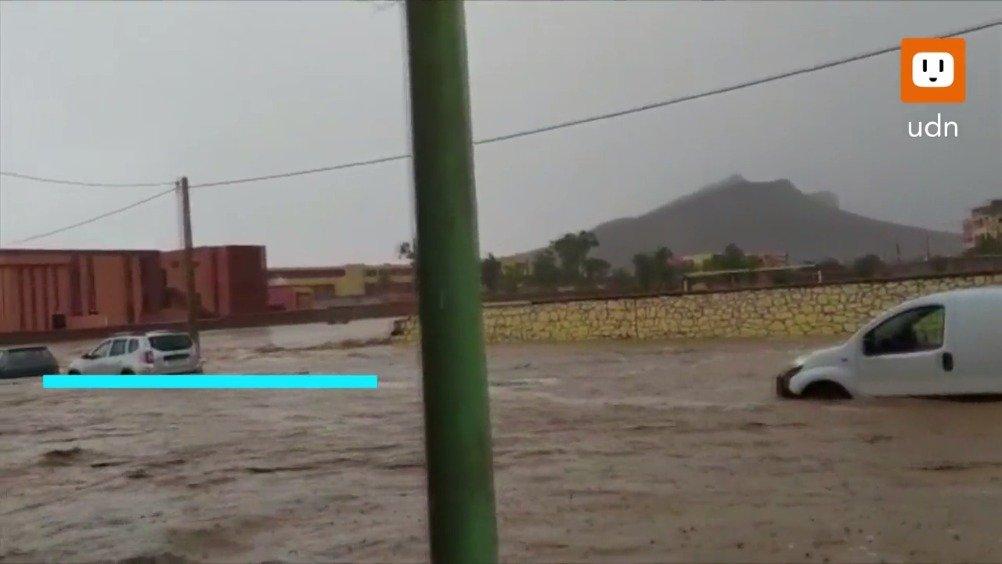 惊悚:洪水突袭河边足球场,冲走现场球迷,7人罹难。
