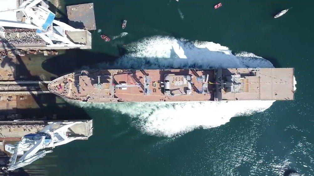"""澳洲采购的""""补给""""级综合补给舰二号舰""""坚定""""号在西班牙下水"""