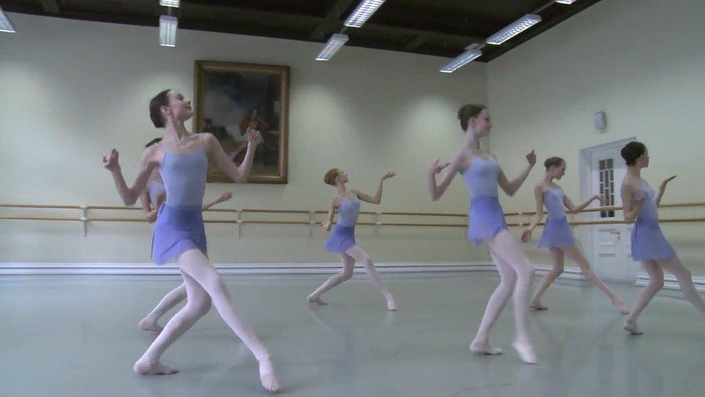 """瓦岗诺娃芭蕾舞学院 """"蓝精灵""""性格舞蹈考试展示  授课教师"""