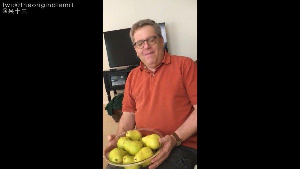 爸爸一本正经用播音腔为全家介绍:一个长了屁股的梨