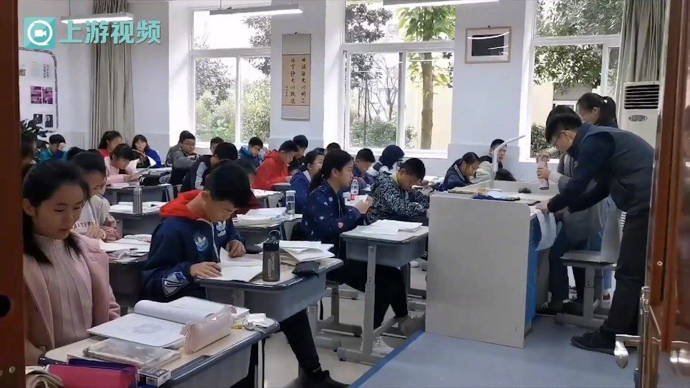 这次半期考试没有监考老师