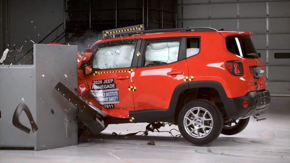 视频:Jeep自由侠获评IIHS次佳
