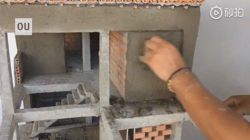 国外小伙手工建造二层小洋楼,高度还原了施工过程,厉害了