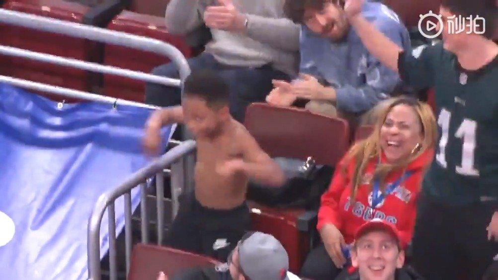 一个发生在NBA中场休息时的史诗级Bat