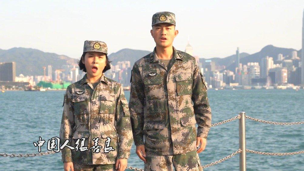 驻香港部队官兵在香江之畔