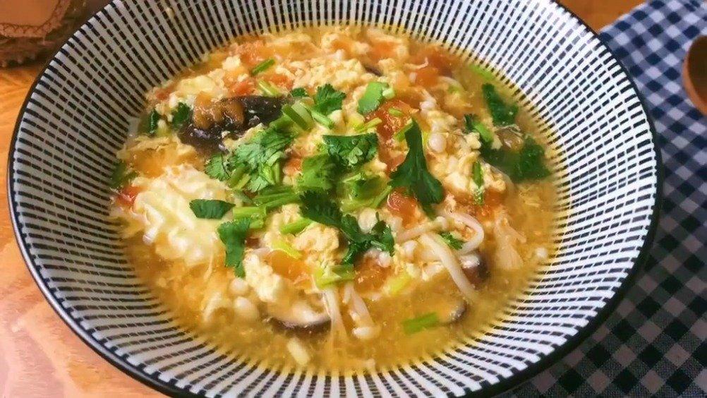 【减脂菌菇汤】这样做的汤超级美味,还可以减肥哦~瘦出小蛮腰