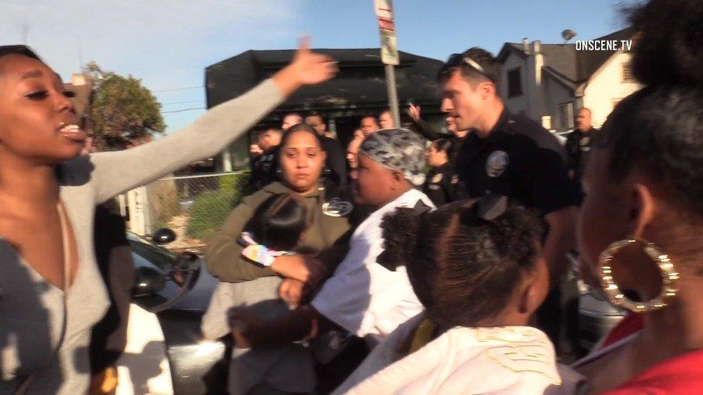 洛杉矶女童1岁生日40人聚会警察手持枪械强制市民疏散