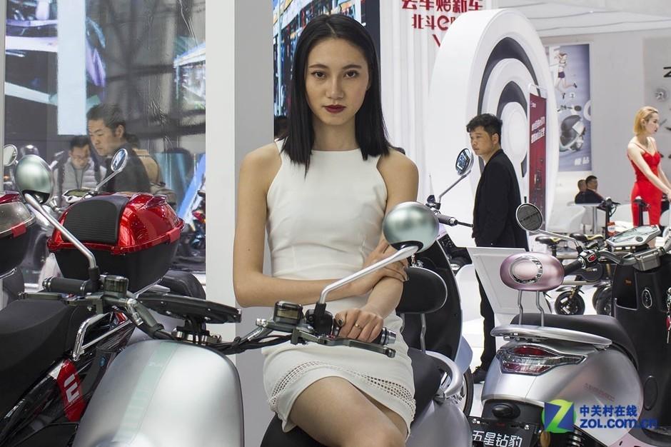 台州展看颜值系电动车 还有迷人的小姐姐