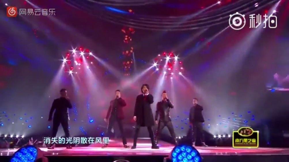 郑伊健与陈小春、谢天华、钱嘉乐、林晓峰演唱经典歌曲《友情岁月