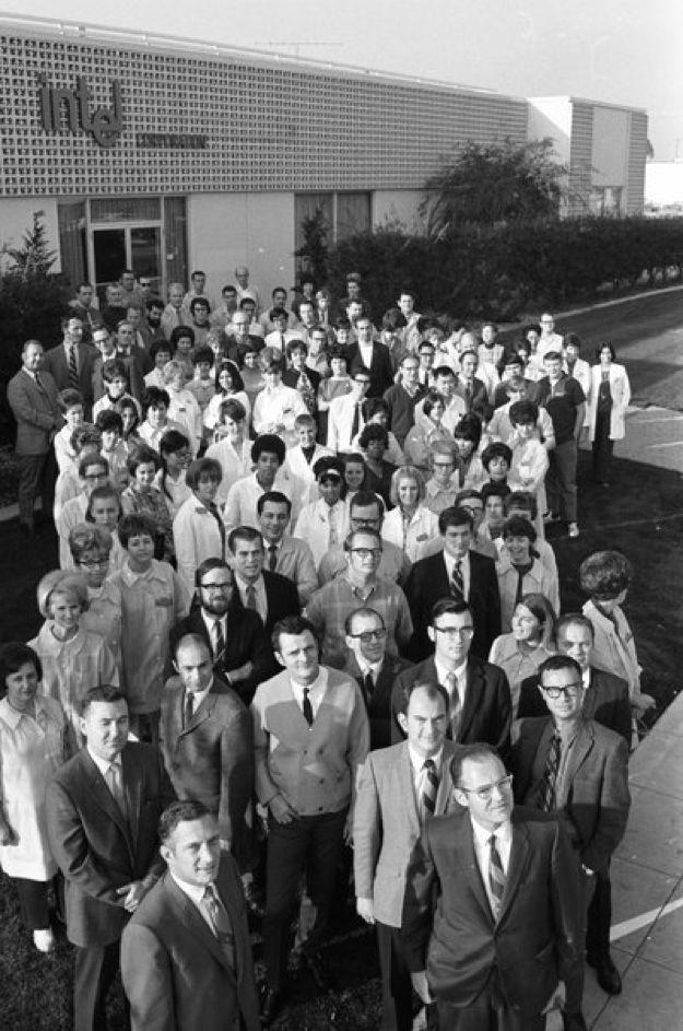 |英特尔公司最早的106名员工在硅谷的合影