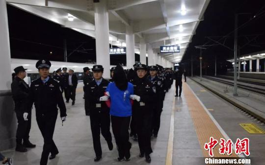 甘肃天水警方辗转八省抓获19名淫
