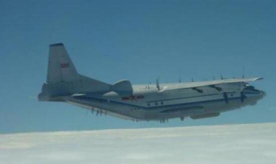 """大陆军机14日在""""海峡中线""""以西航训,台军声称全程监控。(资料图)"""