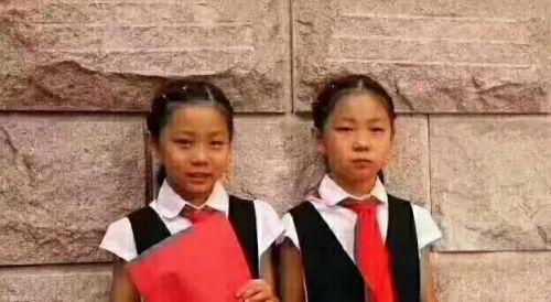 8岁,从北京来青岛游玩,于8月5日下午15:00左右在青岛黄岛万达公馆海