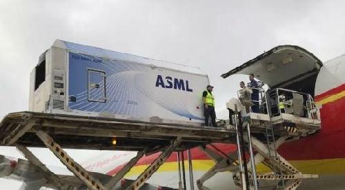 5月19日,长江存储首台光刻机运抵武汉天河机场。