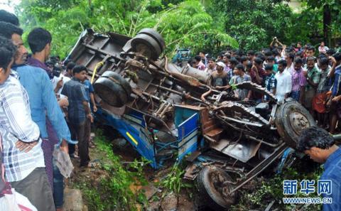 印度中央邦发生交通事故 至少15人丧生