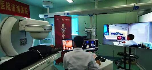 北京医生为4000公里外新疆患者实施5G远程医疗检查