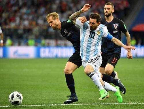 面对克罗地亚,梅西被严防,阿根廷队集体迷失。 新华社 图