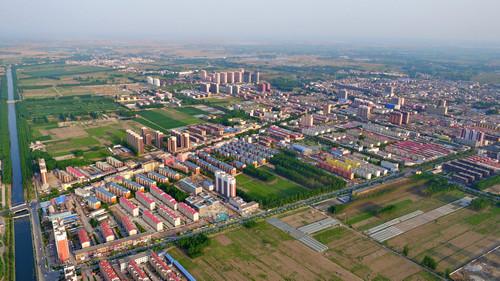 资料图片:鸟瞰河北雄安新区安新县城(2017年4月24日摄)。新华社记者 牟宇 摄