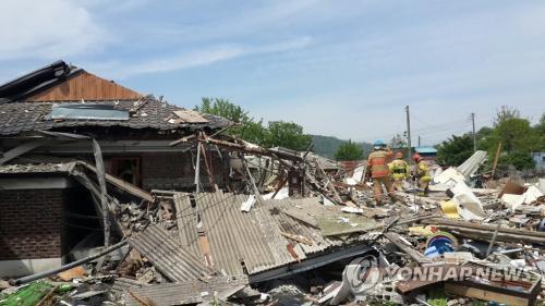 韩国京畿道杨州市一住宅区发生液化气爆炸事故。图为事故现场。(图片来源:韩联社)