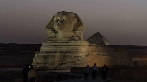 资料图:在埃及吉萨省,记者在狮身人面像前拍摄。 新华社记者 潘超越 摄