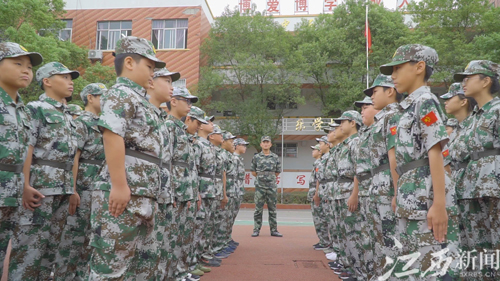 昌江一中分校举行2019届初一年级新生军训
