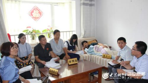 山东莒南县法院到被告人家中开庭审理非法转让土地使用权案