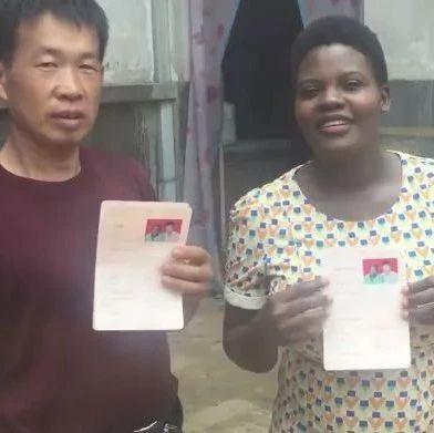 40岁男子娶25岁非洲娇妻靠手比划沟通 网友:甜翻了