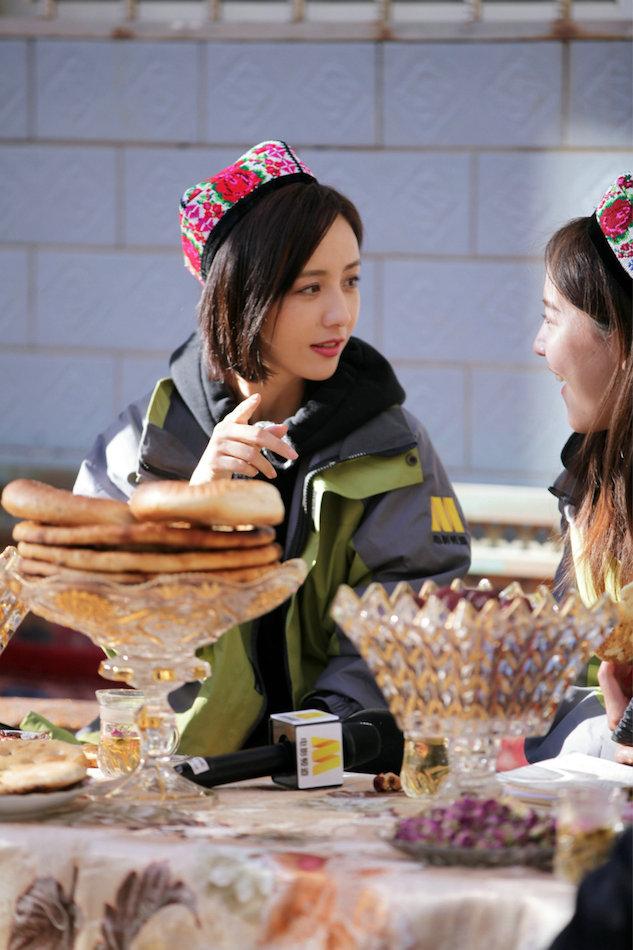 佟丽娅返乡调研聚焦玫瑰产业发展 助力精准扶贫