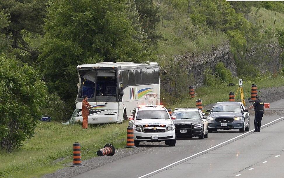 加拿大大巴交通事故已致1名中国游客死亡 5人伤势严重图片