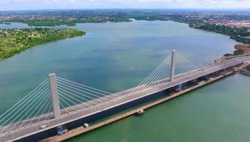 ▲由中国公司承建的东非最大斜拉式跨海大桥尼雷尔大桥